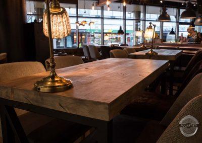 Kahvilanpöydät ja valaisimet