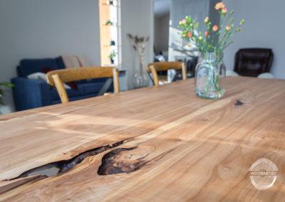 Haarautuva pihlajapöytä
